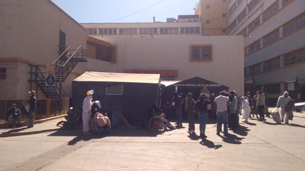 El contagio llegó a los hogares: hospital Honorio Delgado recibe a familias enteras con covid-19