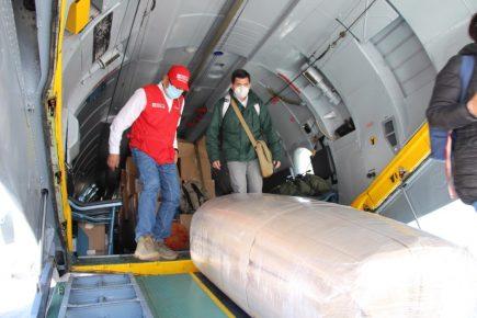 Arequipa: ministro Montenegro llega con 10 mil pruebas moleculares y ventiladores
