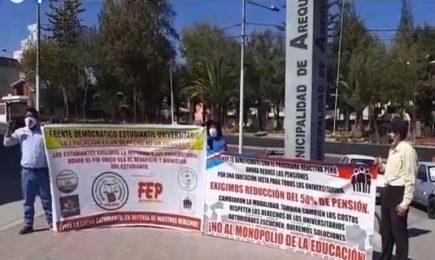Estudiantes reclaman porque universidades no reducen pensiones