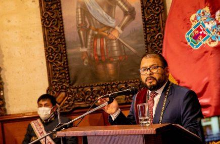 Alcalde promete oxígeno en la celebración del aniversario de Arequipa