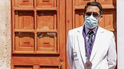 Decano de Colegio Médico: intereses políticos impiden labor efectiva del Comando Covid