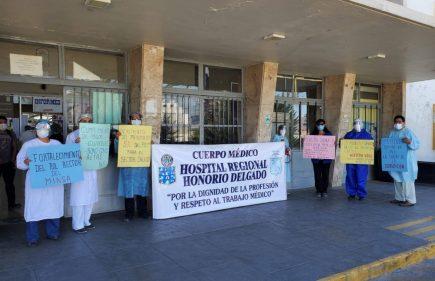 Arequipa: médicos protestaron por segundo día exigiendo mejores condiciones
