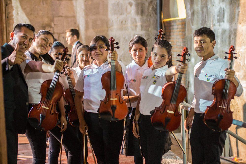 niños de Sinfonía por el Perú
