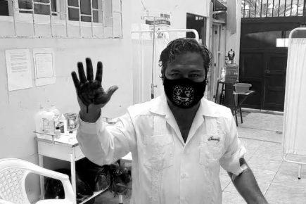 El alcalde que pide no acatar la cuarentena y firma cartas con su sangre (VIDEO)
