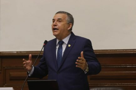 """Daniel Urresti denunció negociados """"bajo la mesa"""" en contra de la vacancia"""