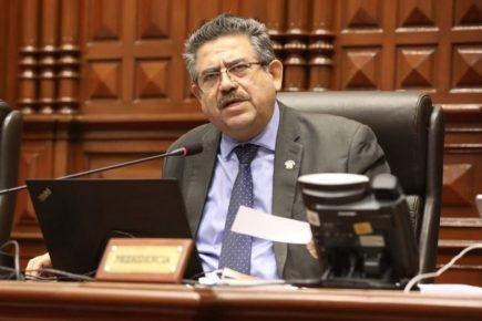 Presidente del Congreso Manuel Merino admitió que llamó a comandante de la Marina