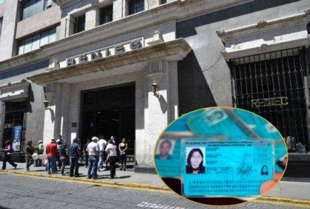 Arequipa: Reniec pide priorizar trámites de forma virtual, ante largas colas