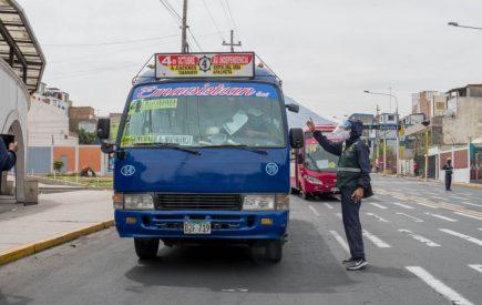 Comando Covid-19 contra la MPA por habilitar 100% de asientos en transporte público