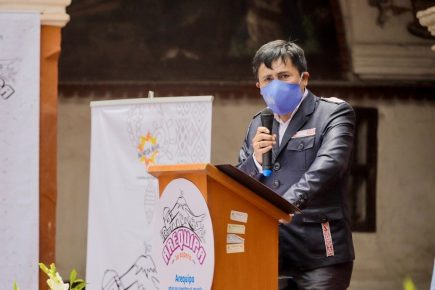 Peritaje concluye firma de Elmer Cáceres en acta sobre Adenda 13 es verdadera