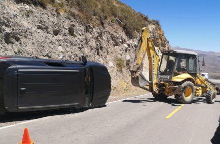 Congresista Edgar Alarcón sufre accidente de tránsito camino a Caylloma