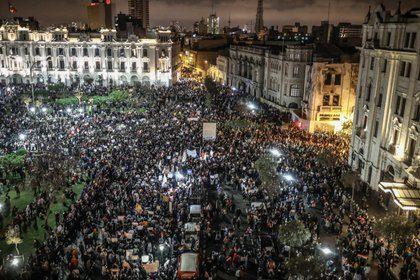 Tres heridos graves y ocho leves durante las manifestaciones en Lima