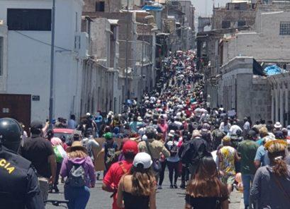 Masivas protestas en Arequipa transcurrieron de manera pacífica