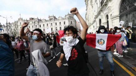 Días de furia y vacancia del poder en el Perú