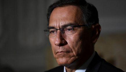 Dictan impedimento de salida del país por 18 meses para Martín Vizcarra