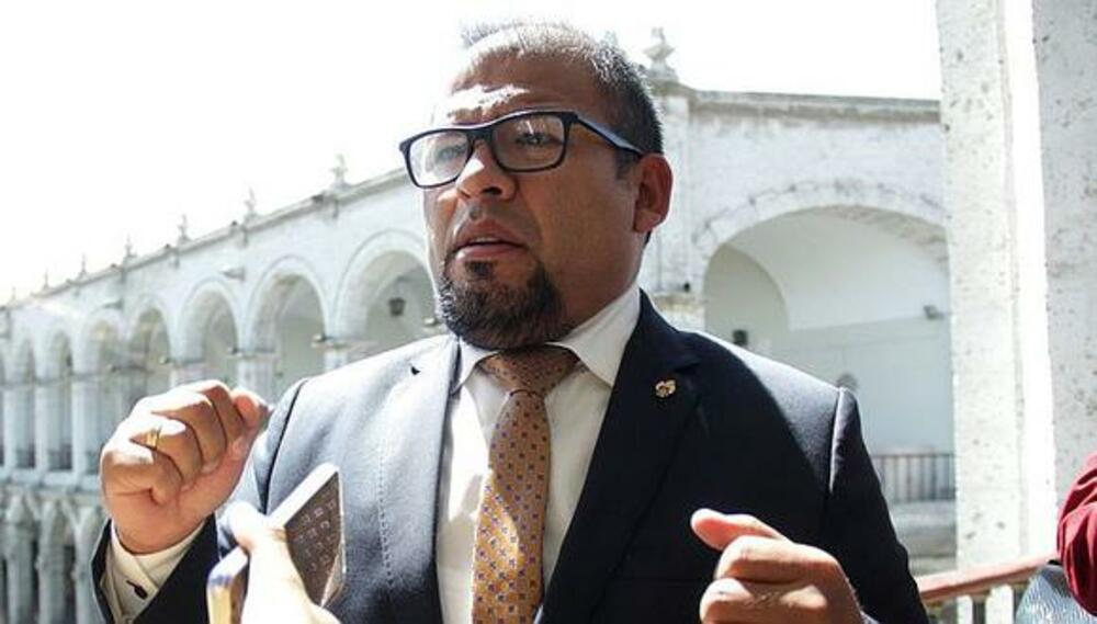 Alcalde de Arequipa, sobre vacancia presidencial.