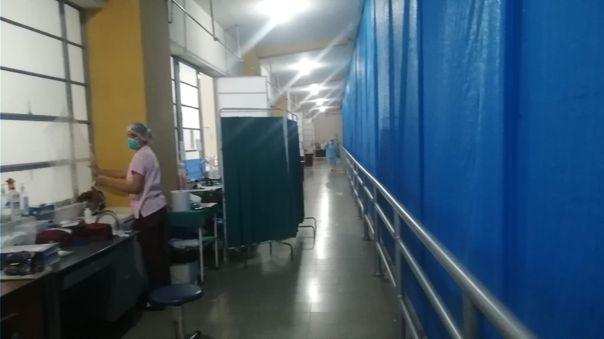 Arequipa: personal del hospital covid atiende a gestantes en balcones