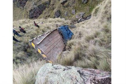 Cusco: 5 heridos de gravedad y 21 personas con lesiones al caer camión a abismo