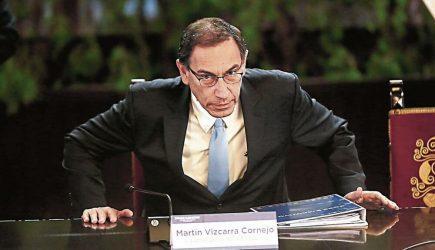 Comisión que preside Edgar Alarcón aprobó inhabilitar a Martín Vizcarra por diez años