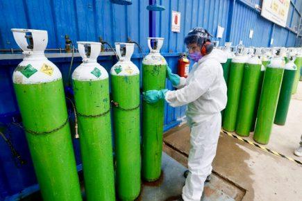 Gobierno promulga ley para garantizar oxígeno medicinal a hospitales y clínicas