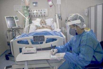 Arequipa: 12 pacientes esperan camas UCI en el hospital Honorio Delgado