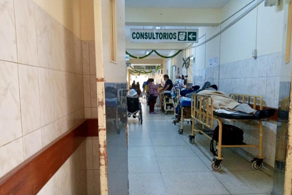 arequipa hospital goyeneche sin camas
