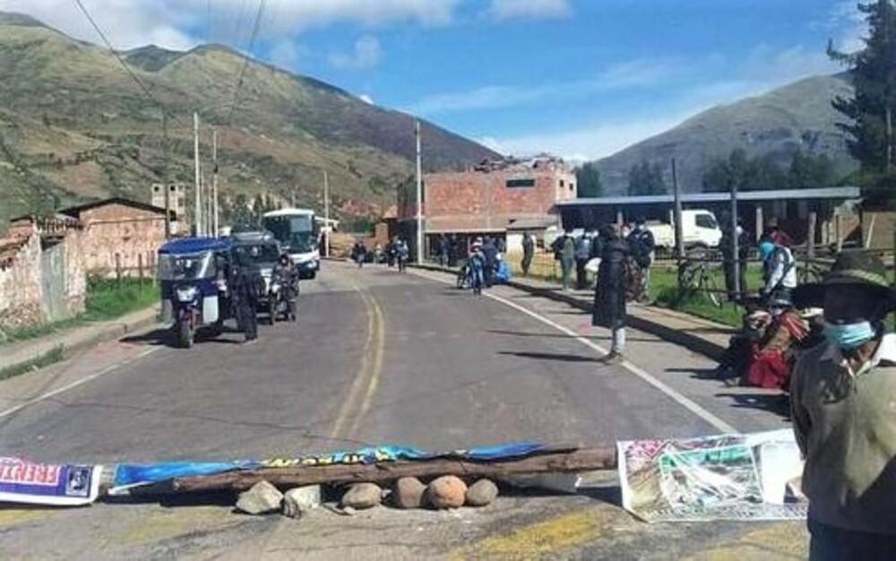 Bloqueo de carretera Arequipa - Cusco