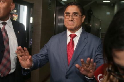 Congreso aprueba acusación constitucional contra César Hinostroza Pariachi