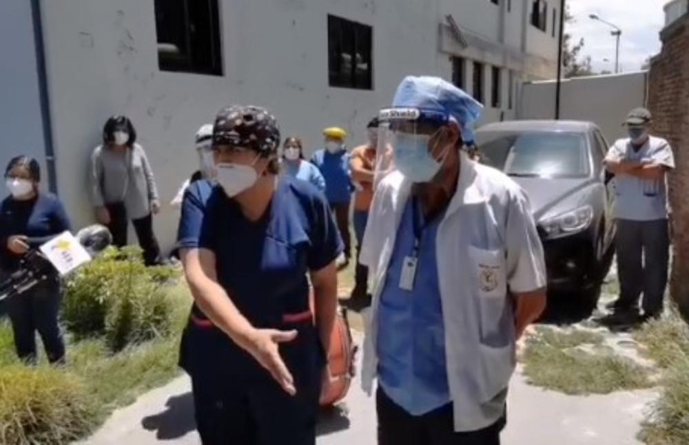 Arequipa: personal de Medicina Legal protesta por no recibir vacunas
