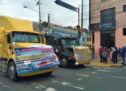 Huelga de transportistas detiene viajes interprovinciales, y se une servicio urbano
