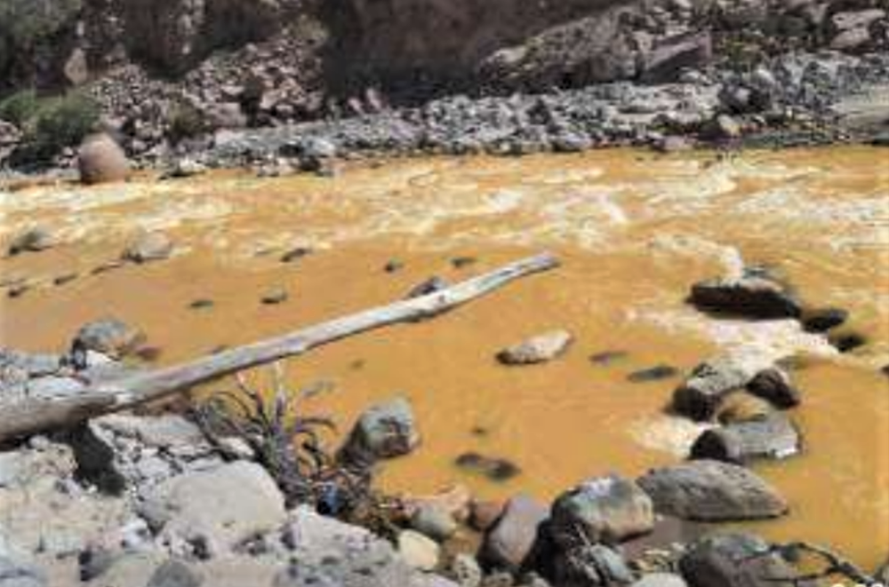 Contaminación del río Tambo (Arequipa) en el distrito de Matalaque, 23 de abril del 2020 (fotografías del informe de Indeci).