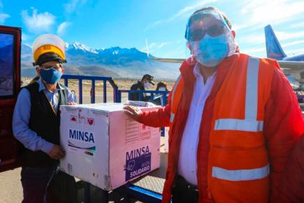 Arequipa: Entregaron 11 mil dosis de vacunas para inmunizar a adultos mayores de la región