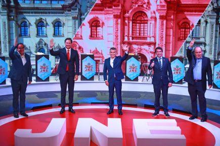 """Tercer debate JNE: candidatos innovan propuestas, uno las leyó y otro """"estuvo"""" virtualmente"""