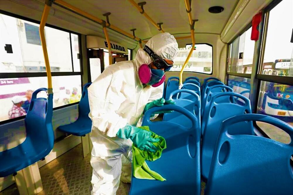 Desinfección de buses del SIT por covid-19 en Arequipa.