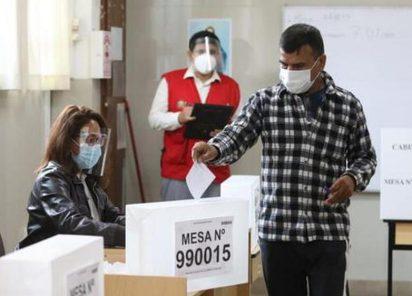 Es falso que no pagar una multa electoral inhabilite el derecho al voto en segunda vuelta