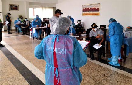 Arequipa: 153 policías retirados y 3 familiares fueron vacunados irregularmente