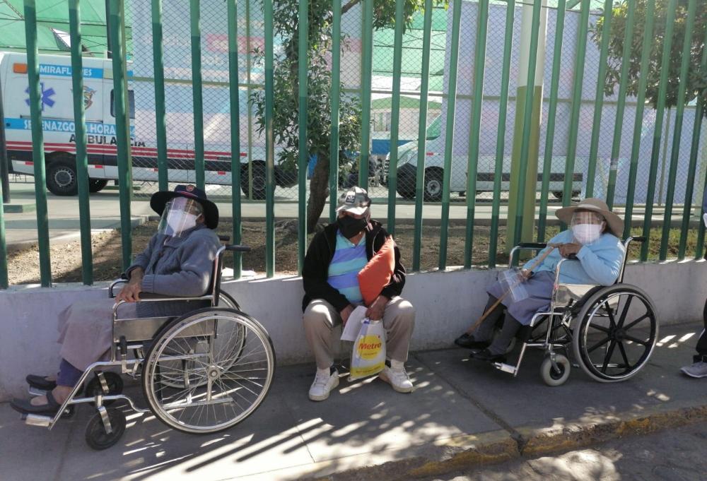 Arequipa: adultos mayores que no figuren en padrón deben registrarse para recibir vacuna