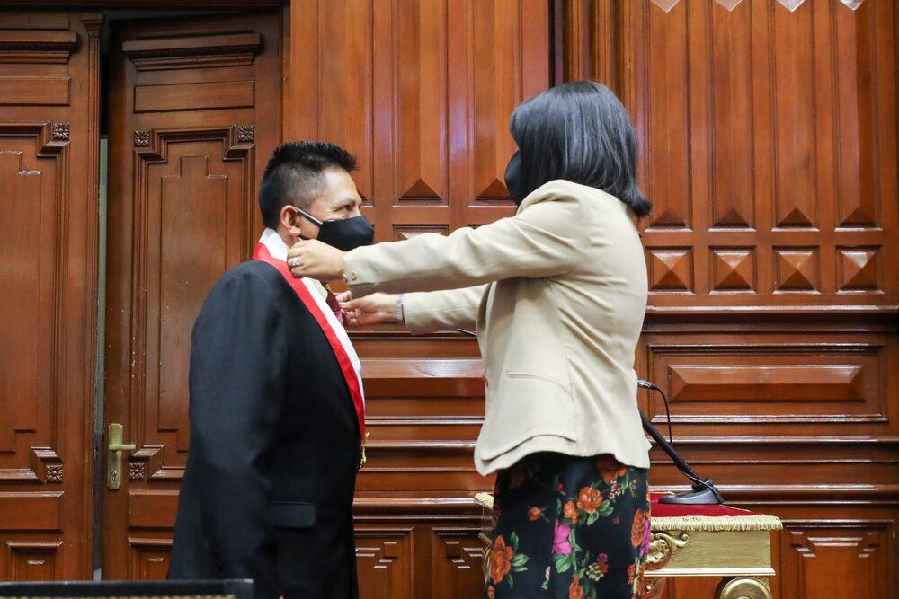 Héctor Arias, reemplazo de Edgar Alarcón, recibe el cargo de congresista por Arequipa.