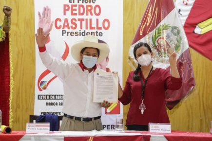 Castillo se compromete a hacer cambios en el país dentro del marco jurídico vigente