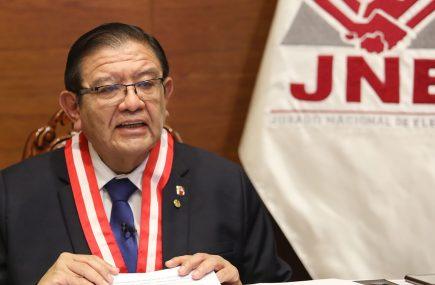 Es falso que Salas Arenas esté inhabilitado para ejercer como presidente del JNE
