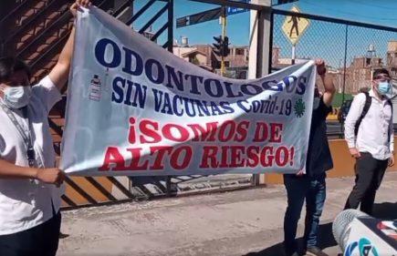 Arequipa: odontólogos del sector privado exigen ser vacunados contra covid-19