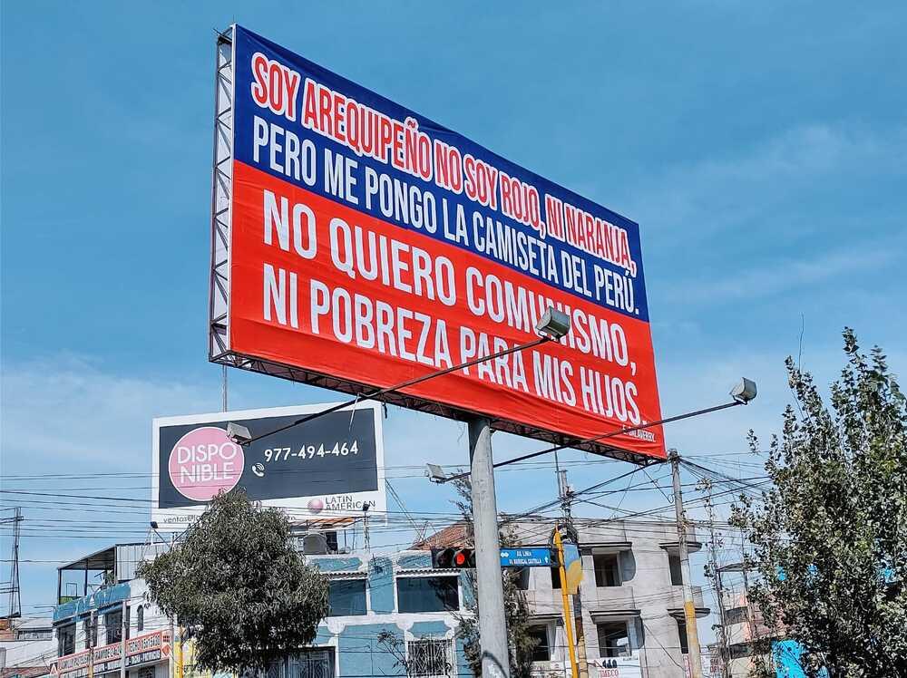 Paneles contra Pedro Castillo, a favor de Keiko Fujimori, en Arequipa, contra el comunismo.