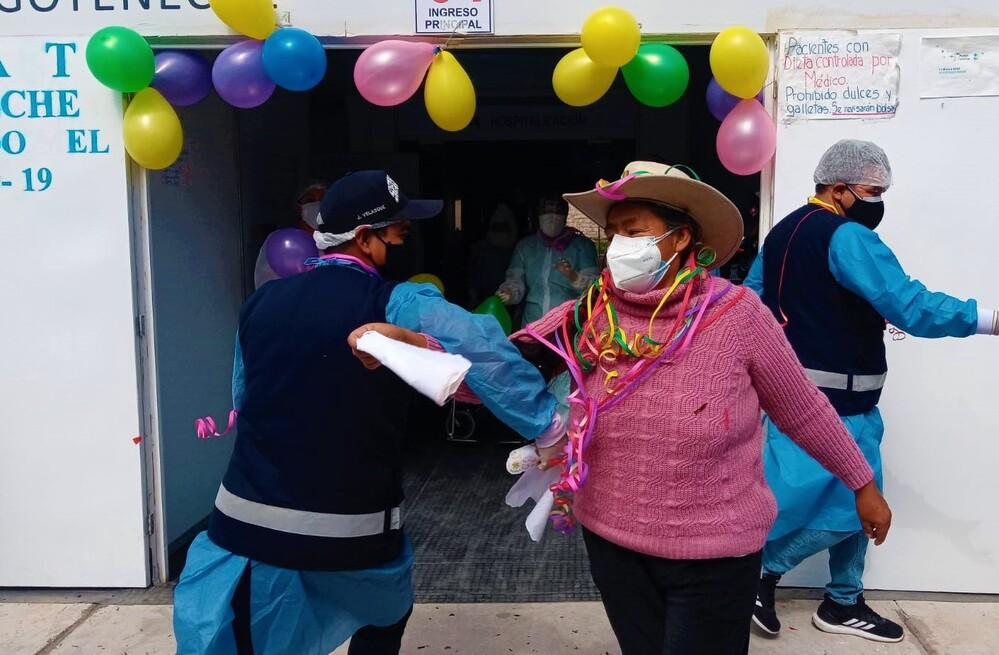 Paciente se recupera de covid-19 en Arequipa.