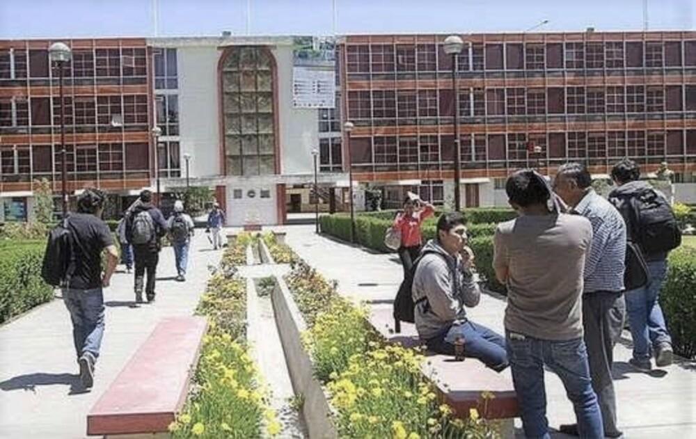 Estudiantes universitarios sobre bachillerato automático.