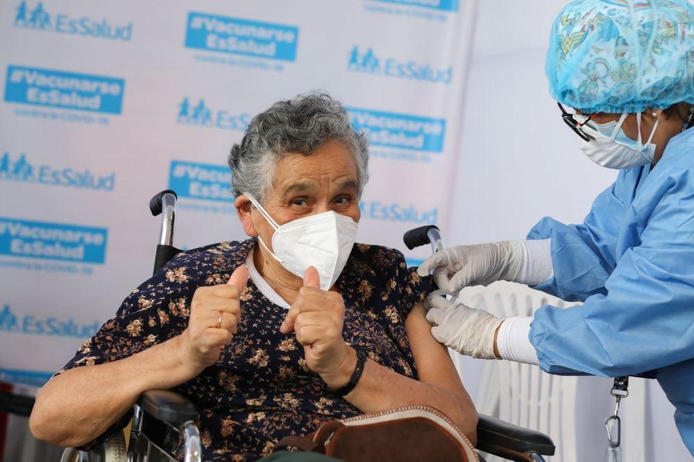 Vacunación de adultos mayores de 70 años de edad, en Arequipa, contra covid-19