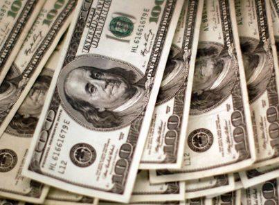 ¿Cómo se manejan los cambios bruscos en el tipo de cambio del dólar?