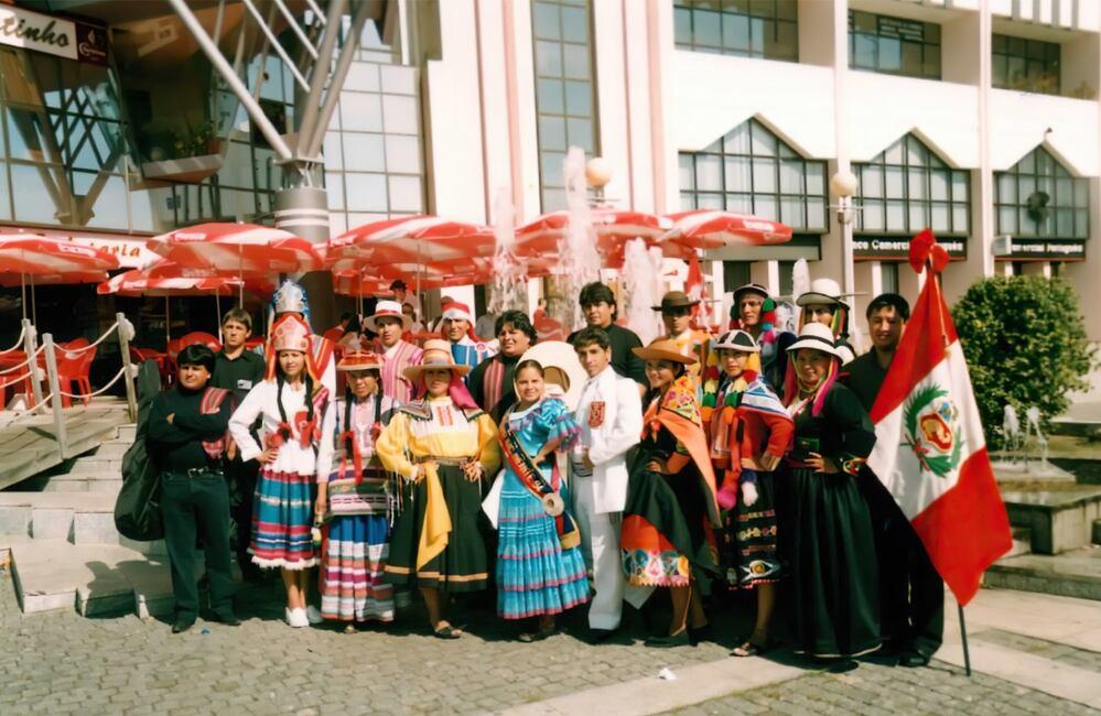 El Ballet Floclórico de la UNSA además de representar danzas arequipeñas, también practica danzas de todo el Perú