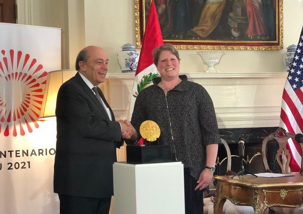 """Acuerdo entre autoridades peruanas y estadounidenses para facilitar el traslado de la """"Placa de Echenique"""" a nuestro territorio."""