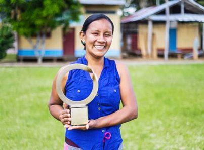 """Lideresa indígena peruana ganó el """"nobel verde"""" por su labor en favor de la Amazonía"""