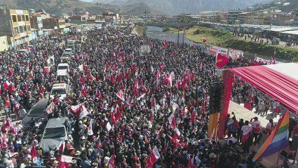 """Castillo se despide del Sur en multitudinarios mítines """"en defensa de la patria"""""""