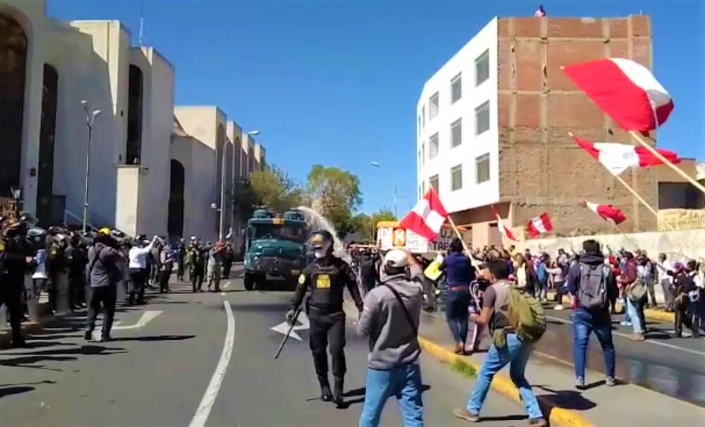 Arequipa: 5 detenidos y enfrentamientos en Centro Histórico, tras resultados ONPE, de Keiko Fujimori y Pedro Castillo (VIDEO)